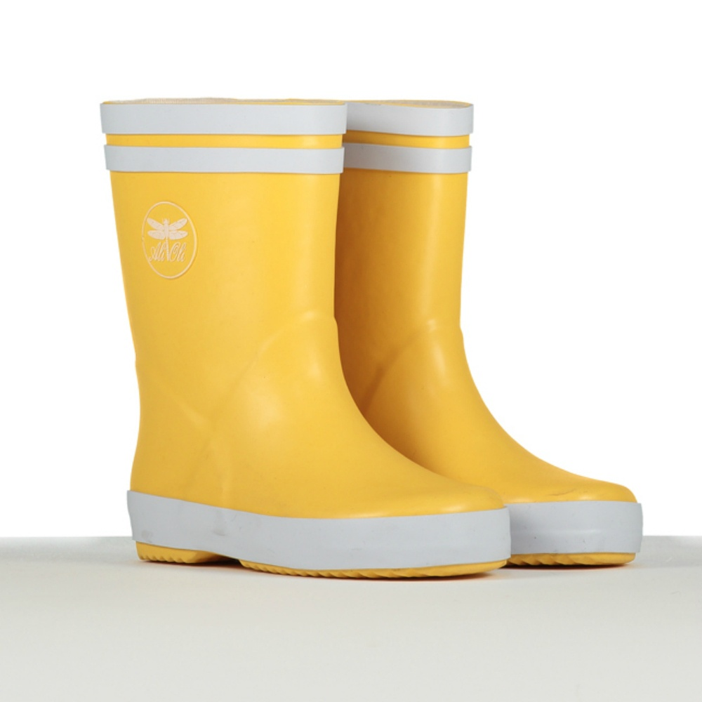 The Hunter wellington boots for kids come in varying heights not just sizes. This allows you an even broader range of options. This allows you an even broader range of options. So, it's not just about picking the perfect color and size, you also get to pick the height that works for you.